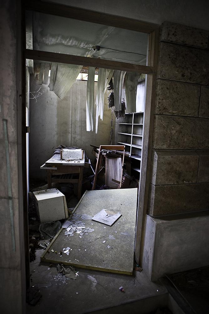 uchujin-adrian-storey_2010_11_08_5946