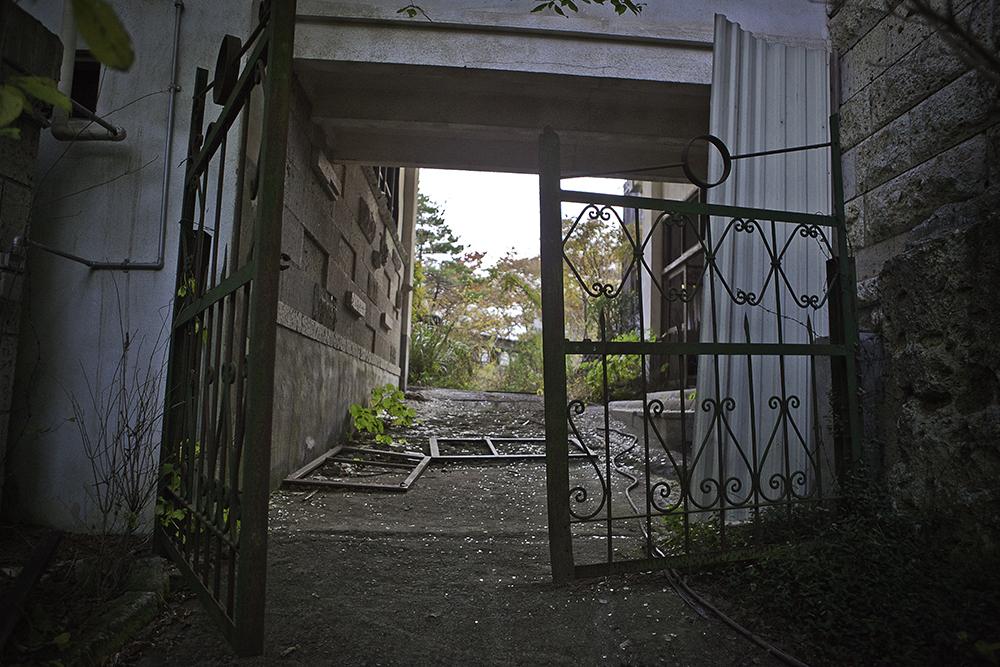 uchujin-adrian-storey_2010_11_08_5959