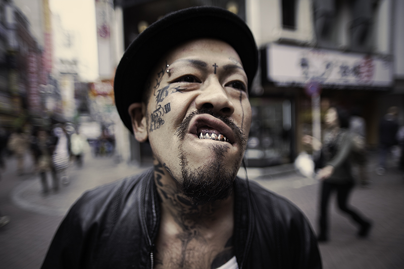 Shibuya face tattoo guy ©Uchujin-AdrianStorey