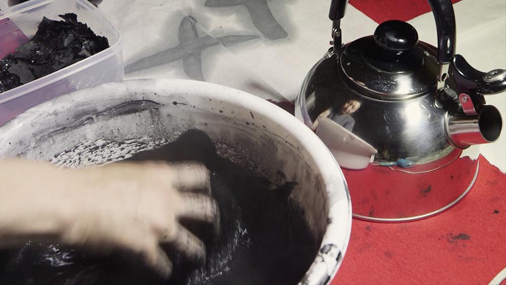 Koji Kakinuma preparing ink ©Uchujin-AdrianStorey